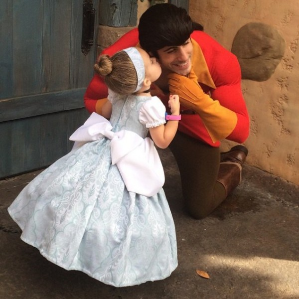 mum-sews-daughter-disney-costume-7