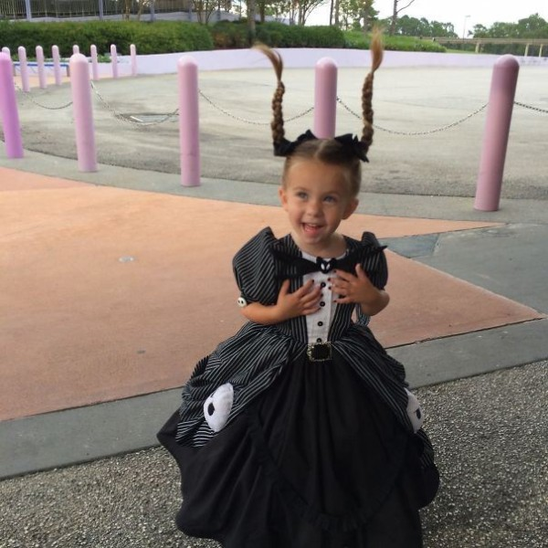 mum-sews-daughter-disney-costume-8