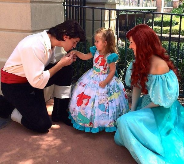 mum-sews-daughter-disney-costume-12