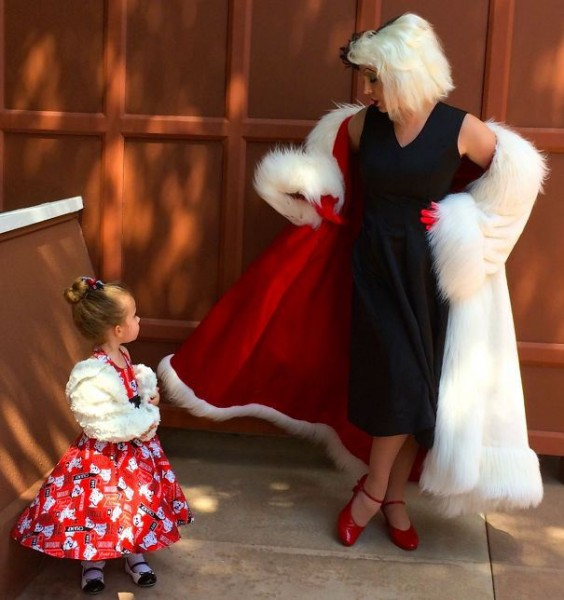 mum-sews-daughter-disney-costume-14