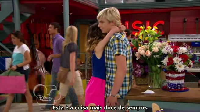 Austin & Ally - 02x08 - Girlfriends & Girl Friends.avi_snapshot_07.41_[2013.02.10_15.35.30]