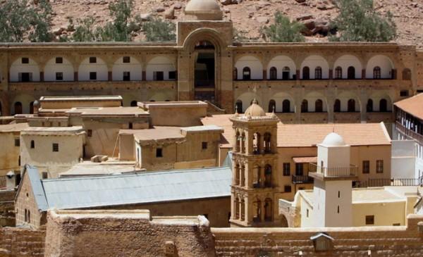 Монастырь святой Екатерины, соседство мусульманской мечети и католической часовни