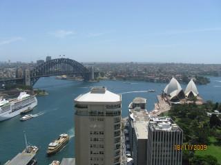 Вид из отеля на Оперу и мост