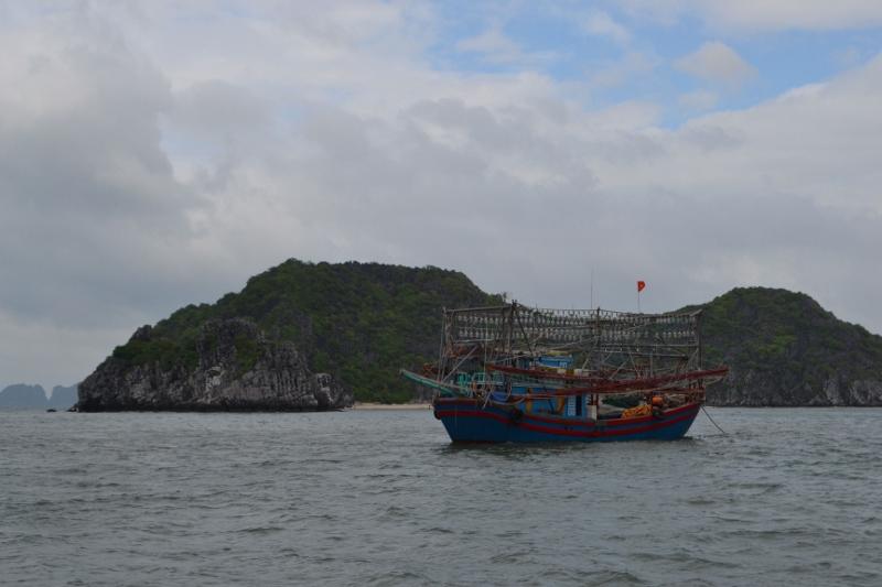 судно для ловли кальмаров