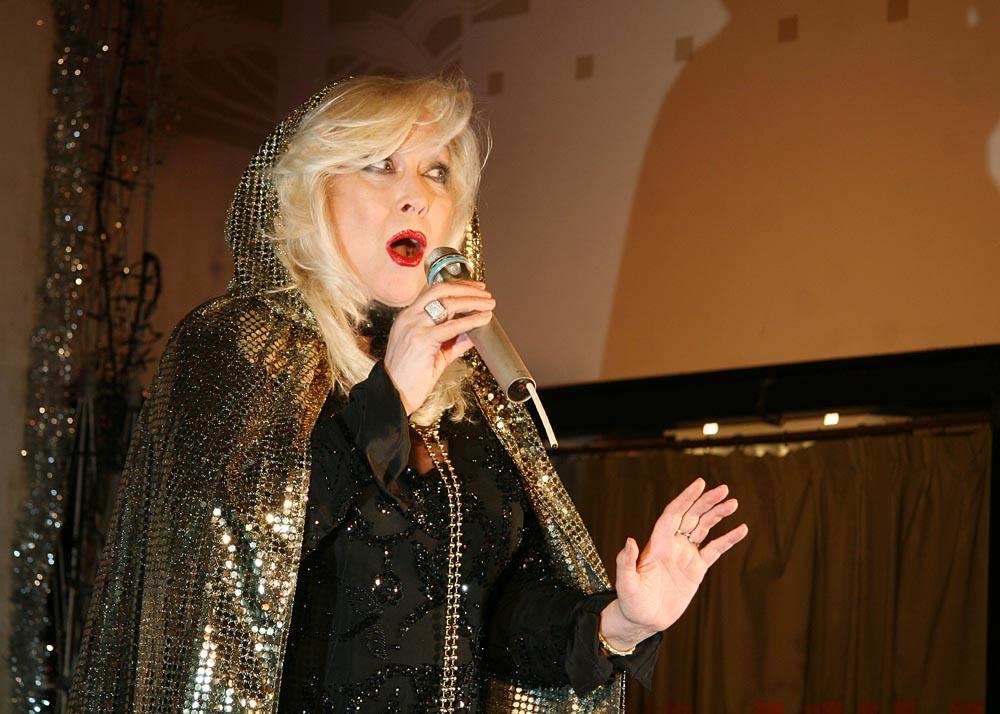 Ирина Мирошниченко на капустнике в МХТ им. Чехова 13 января 2012 г.