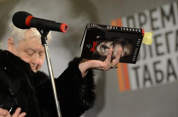 Ирина Мирошниченко на презентации книги Олега Табакова в МХТ им. Чехова