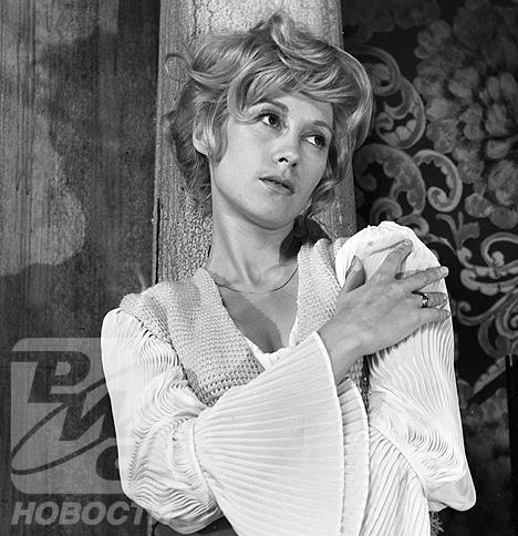 Ирина Мирошниченко в образе Елены Андреевны