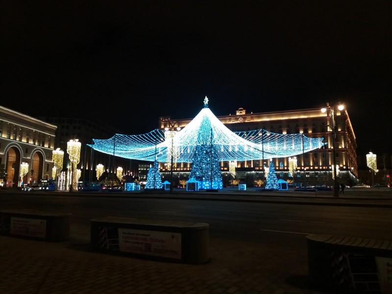 Ёлка-красавица на Лубянской площади