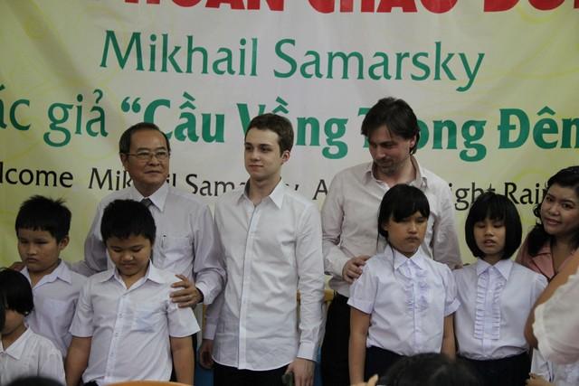 Mikhail-va-cac-em-khiem-thi-tai-thu-vien-sach-noi-b2f1c