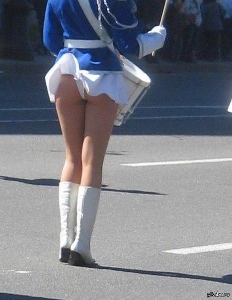 Задранная ветром юбках фото 0-993