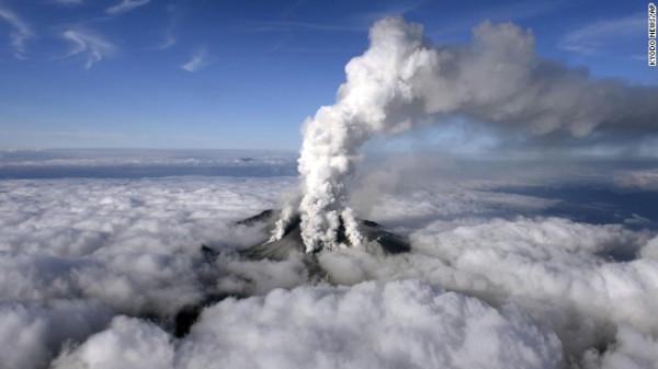 140927120421-japan-volcano-01-ap924323579007-horizontal-gallery