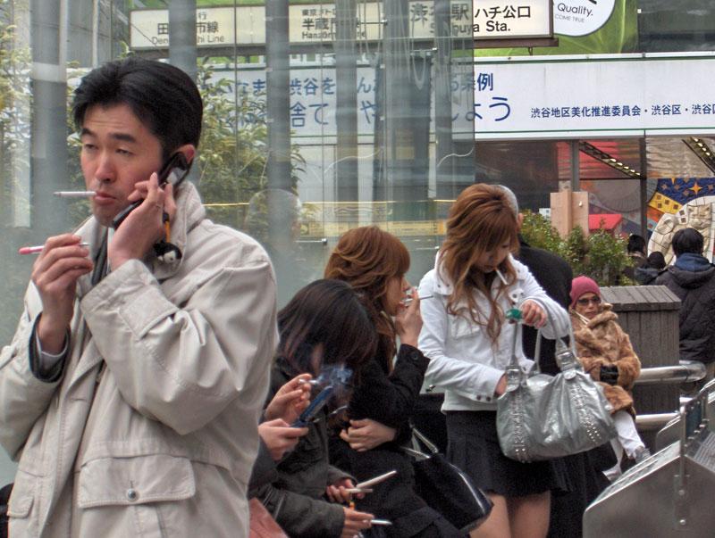 Доля мужчин-курильщиков в Японии впервые упала ниже 30%