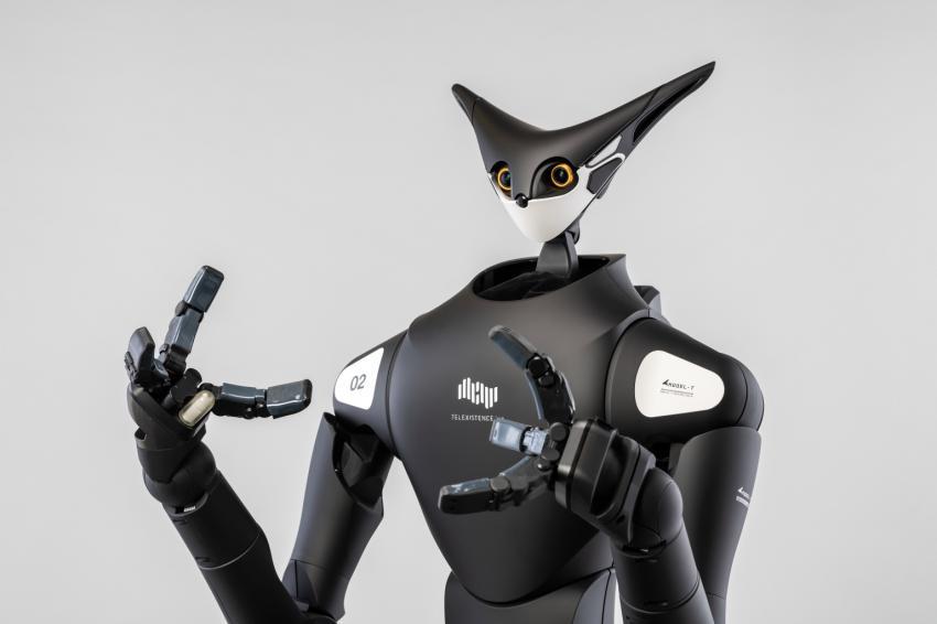 Model-T, разработанная японской робототехнической фирмой Telexistence, управляется дистанционно человеком, оснащенным набором виртуальной реальности