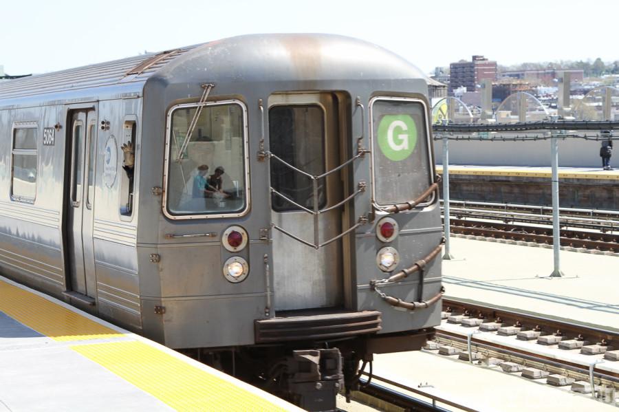 Поезд метро G в Бруклине, Нью-Йорк
