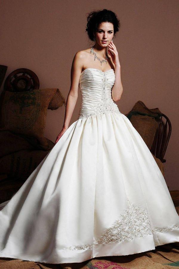 kak-vybrat-pyshnoe-svadebnoe-plate-so-shlejfom-modnye-sovety-12