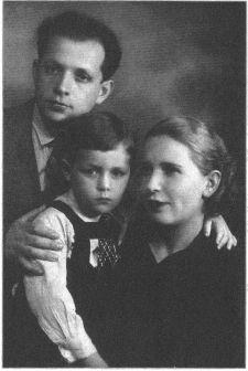 виктор суходрев с отцом Моисеем Лазаревичем и мамой Евгенией Александровной