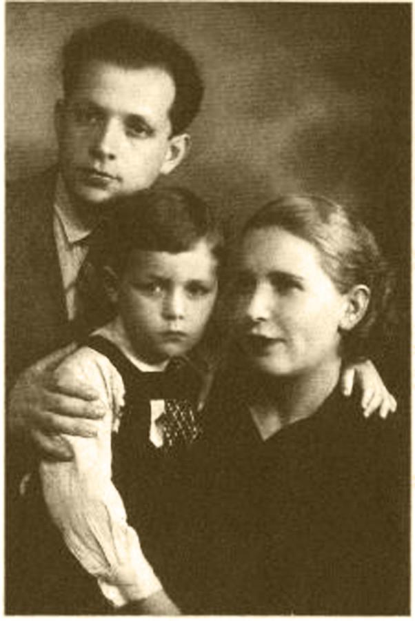 виктор суходрев с отцом Моисеем Лазаревичем и мамой Евгенией Александровной2