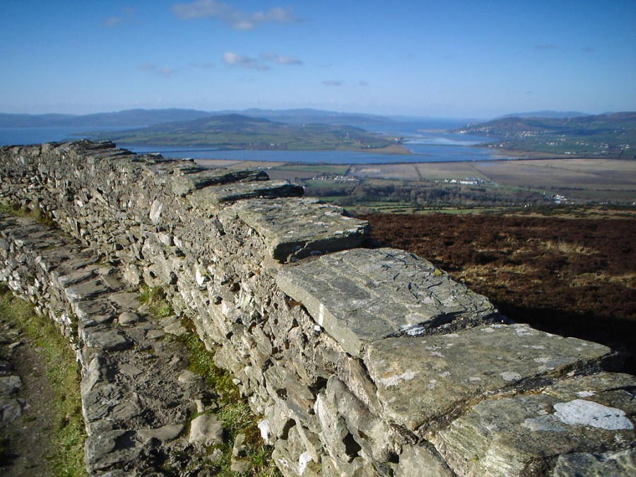 1024px-Grianan_of_Aileach_view