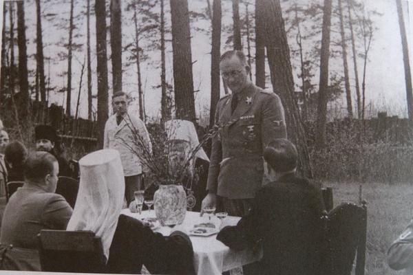 Белорусские иерархи на пикнике в комиссаром фон Готтбергом