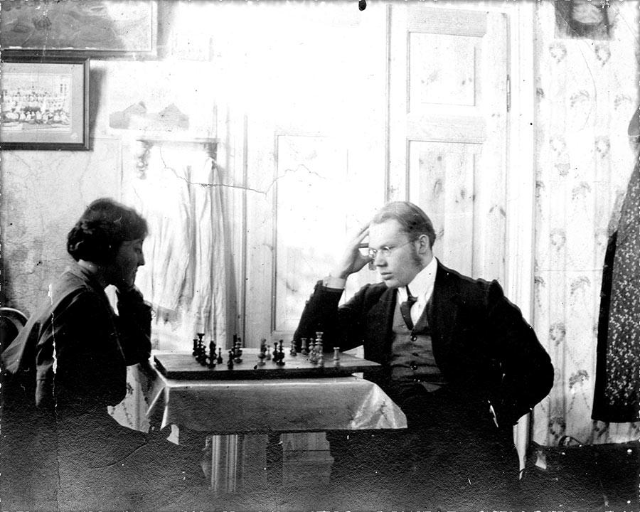 иван и тамара солоневич за шахматами