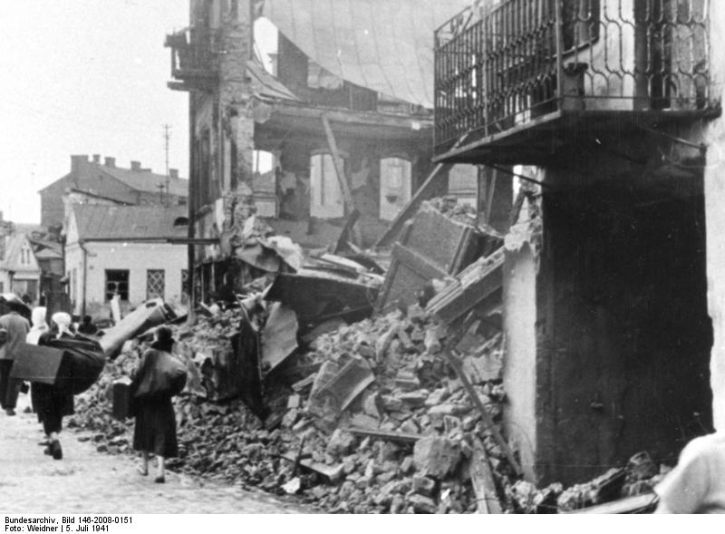 Bundesarchiv_Bild_146-2008-0151,_Weißrussland,_Minsk,_zerstörtes_Gebäude