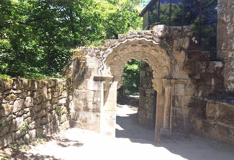 монастырь Сан Педро де Рокас галисия