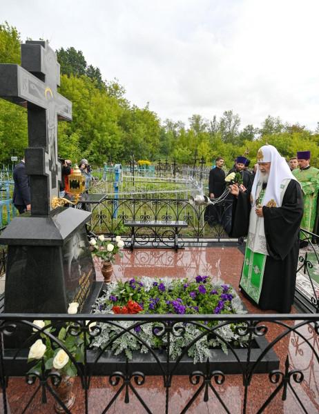 могила гундяйского папаши2