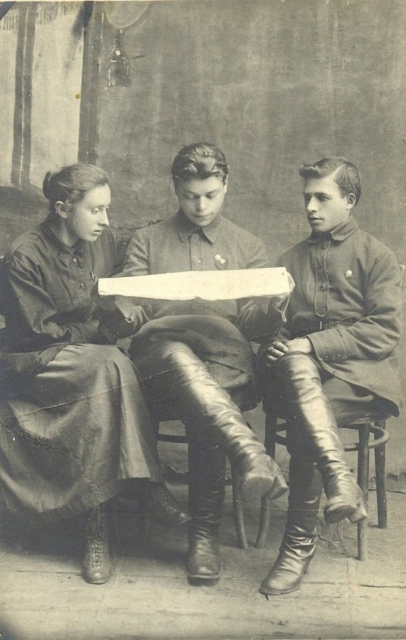 Первые комсомольцы г. Лепеля ( Ривинсон Ида Моисеевна, Рейцман Д., Абягауз