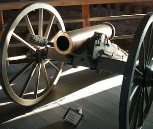 12_pounder_mountain_howitzer_on_display_at_Fort_Laramie_in_eastern_Wyoming