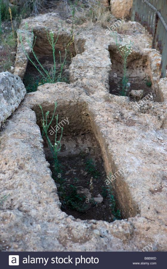 burial-tomb-egnazia-bronze-age-greek-and-roman-excavations-puglia-B8B90D