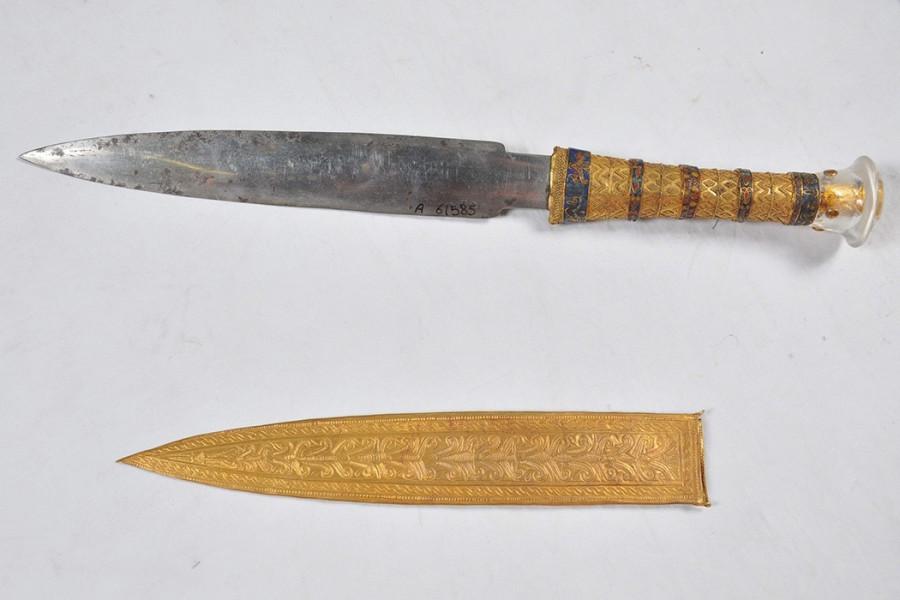 iron_dagger1050x700