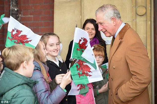 рептилоид и группа детей из уэльса