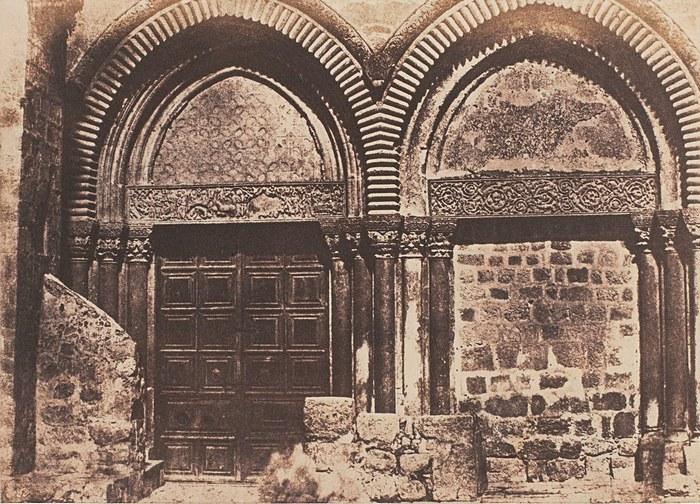 барельефы входа в храм гроба господня