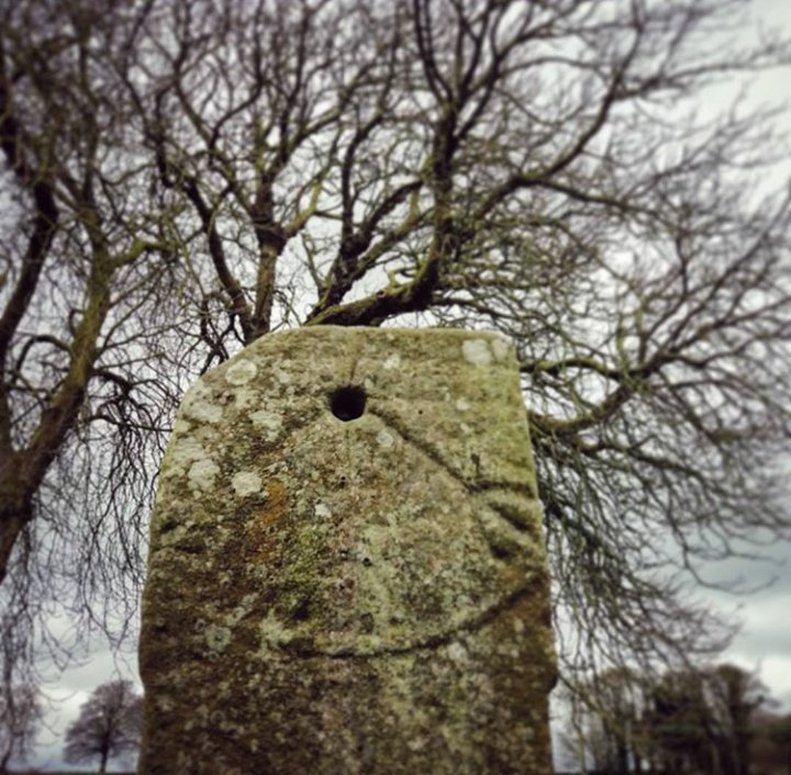 1000 летние ирландские часы this early medieval sundial is located at Monasterboice Co Louth