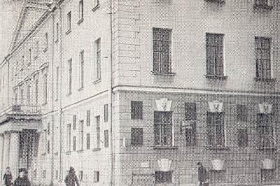 Дом на 7-ой линии Васильевского острова в Петрограде в котором с 1916 по 1930 год жил  Карский