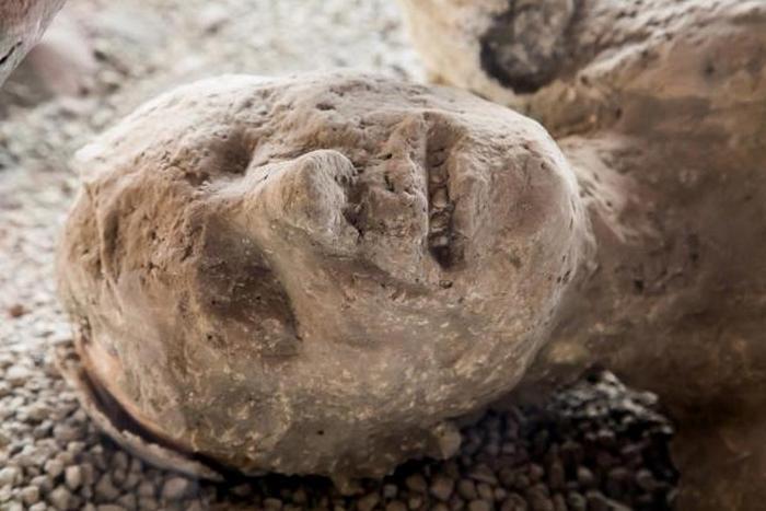 погребённых под вулканическим пеплом Помпеи и Геркуланума