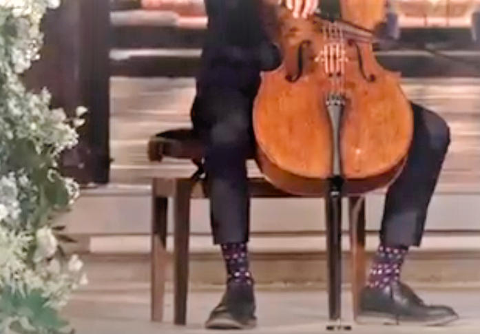 ноги виолончелиста
