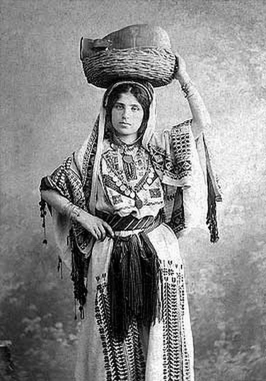 женщина в раммалла 1900