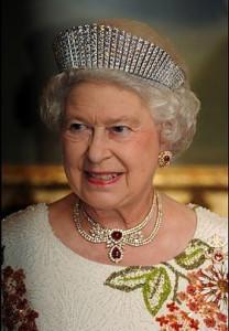 4b1988ed63a7bc3f5adddc47b8e7e04d--royal-tiaras-royal-crowns
