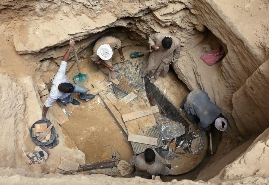 макака археолог12