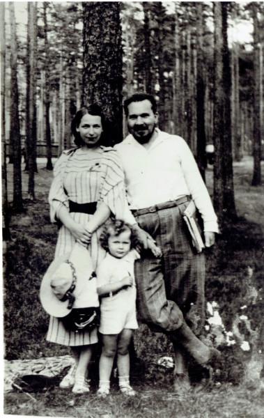 ArosevArosevaSSinomSestroreck1937
