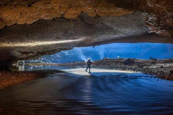19-Огромная река в пещере Шондонг, Вьетнам