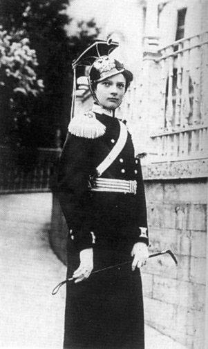 """Татьяна в форме """"своего"""" подшефного полка, 1910 год"""