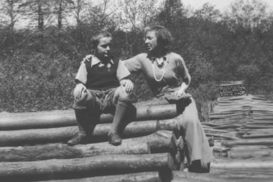 Марина с сыном. 1930-е.