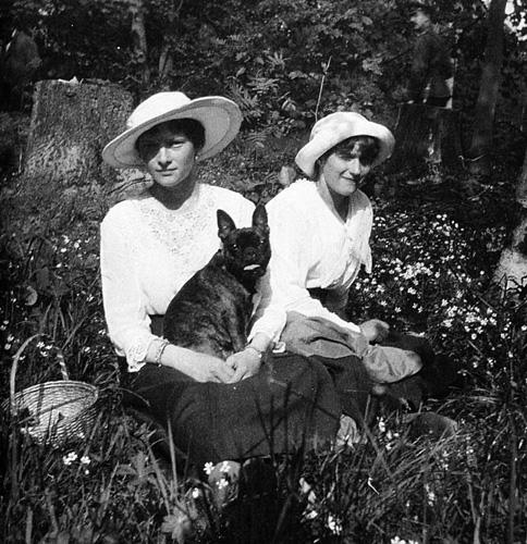 Татьяна и Анастасия с Ортино в Царскосельском парке