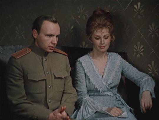 """""""Дни Турбиных"""", 1976. Алексей (Андрей Мягков) и Елена (Валентина Титова)."""