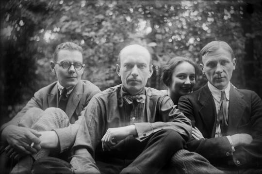 Сергей Топленинов, Николай Лямин, Любовь и Михаил Булгаковы, 1926. Изображение с сайта ru.wikipedia.org.