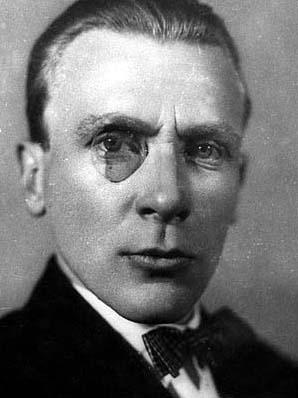 Именно это фото можно увидеть на обложках многих современных изданий книг Мастера. Изображение с сайта ru.wikipedia.org.