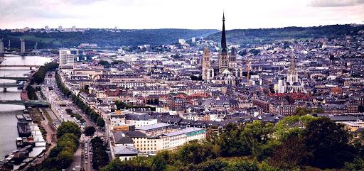 Руан в наше время. А вы помните, что в Руане в 1431 году была сожжена на костре Жанна д'Арк? Изображение с сайта www.ancientcity.ru.