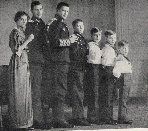 Дети Ксении и Сандро, не ранее 1911.